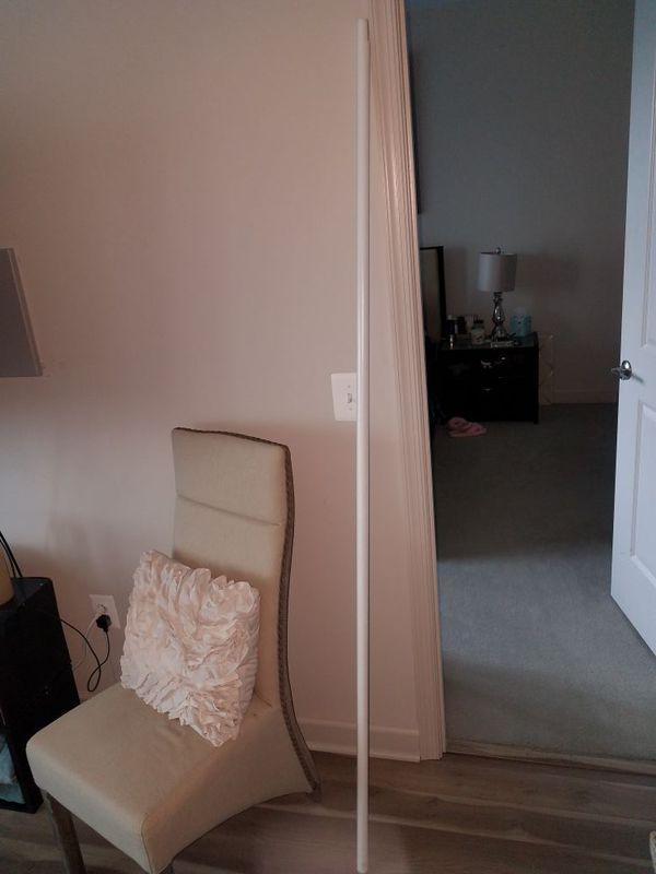 Room divider pole