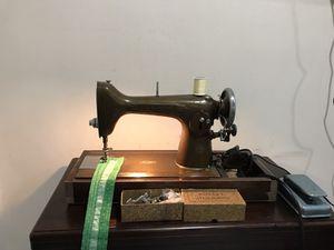 Sewing machine NEW HOME works great. Máquina de coser trabaja excelente cose todo tipo de telas y Jeans 👖 también.