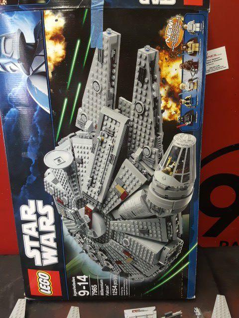 Lego Star Wars Millennium Falcon (Games & Toys) in Sugar Land, TX ...