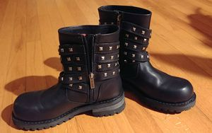 Boots sizes range from 7 to 8 1/2