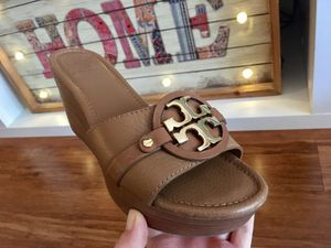 Authentic Tory burch wedges 8.5 size