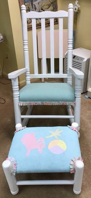 Adorable Rocking chair great condition!