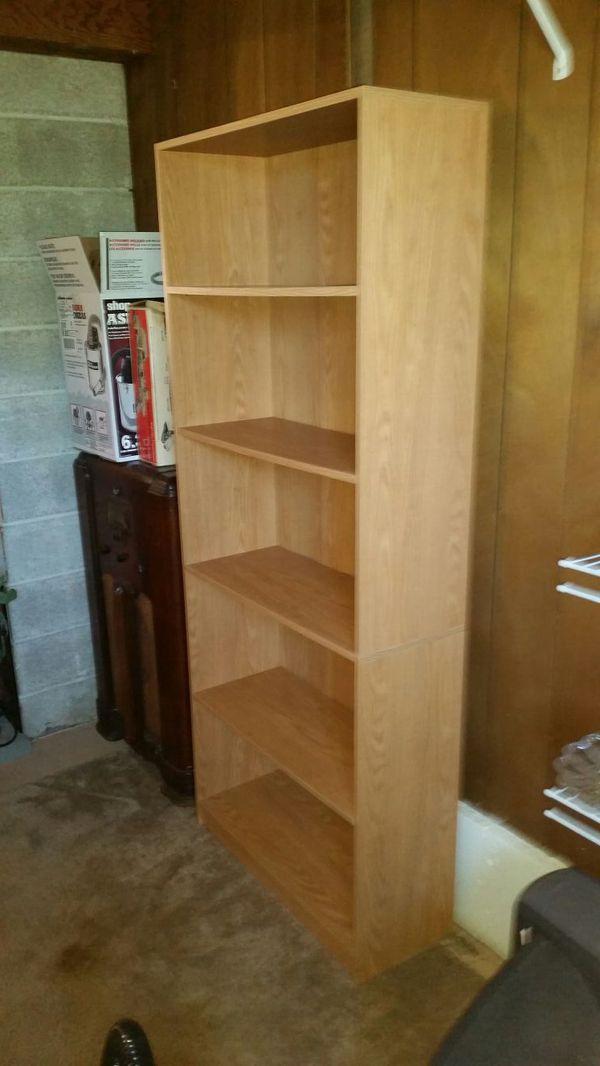 Bookcase furniture in auburn wa offerup for Furniture auburn wa