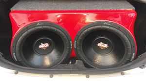 Brand new bass box whit 2 Brand new 15 inch lanzar max doble coil 2,000 watts.