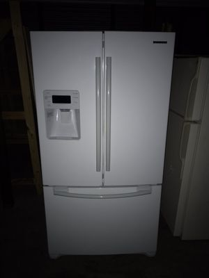 Frenchdoor refrigerator smooth finish