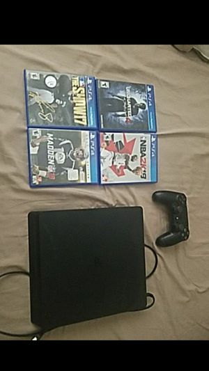 Ps4 with controller and 4 games