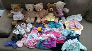 Build A Bear - 5 bears, 40 clothing items