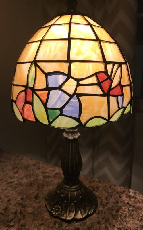 """MOVING SALE Beautiful Vintage Tiffany Style Stained Glass Table Lamp 15""""  inches tall (Antiques) in Columbia, SC"""