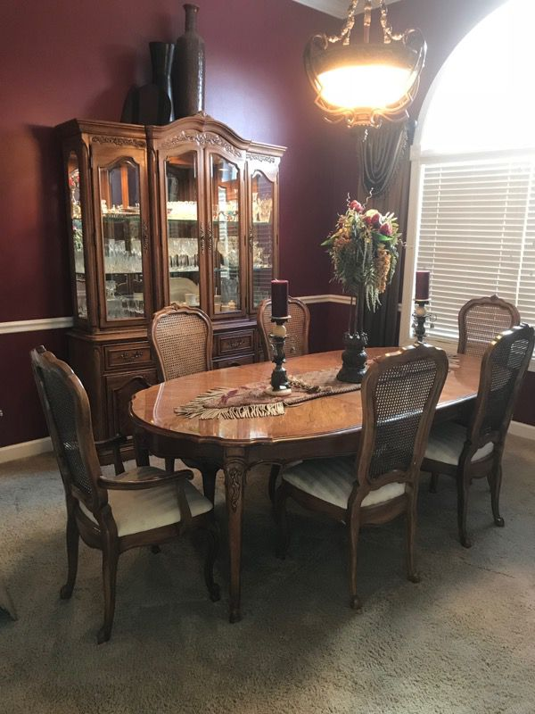 Thomasville DINING Room Set Lighted Hutch Table And 6 Chairs 2 20