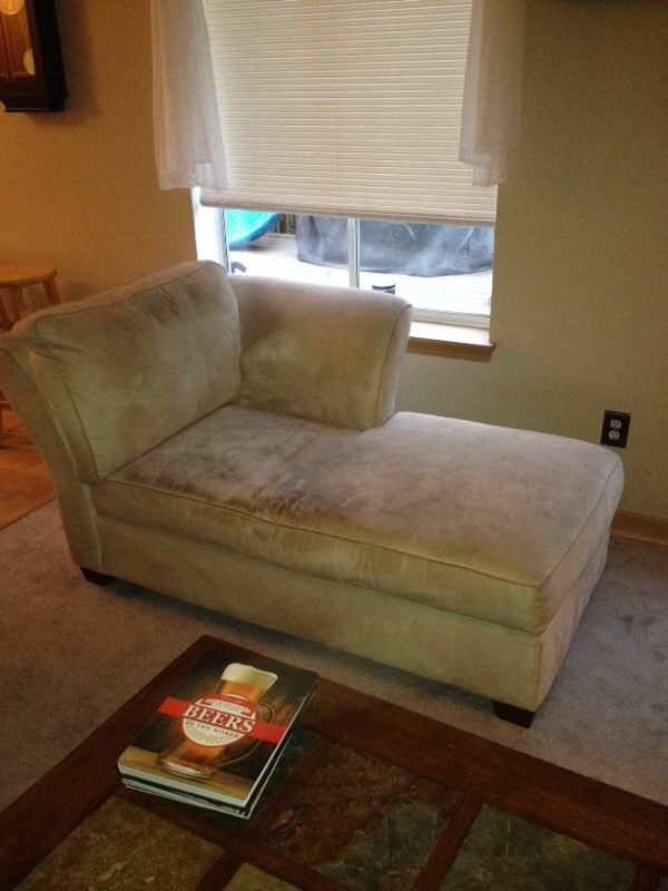 Chaise chair needing tlc furniture in federal way wa for Furniture federal way