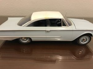1960 FORD STARLINER MODEL CAR