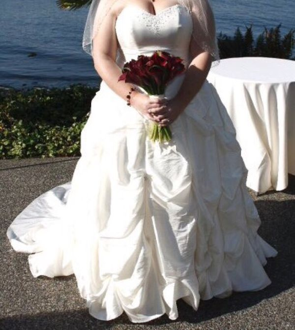 Size 16 wedding dress jewelry accessories in arlington for Where can i sell my wedding dress locally