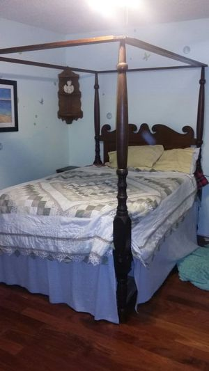 Antique bed - full size canopy