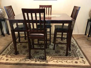 5 pieces dining set, check out my other items on this app text me for more information gaithersburg Maryland 20877