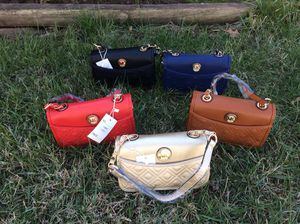 Bellas carteras de cruzar 30 each todos colores disponible