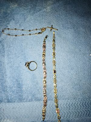 Estoy vendiéndo estas pulseras de 14 kiltes 100 por cientos oro interesados preguntar por precio