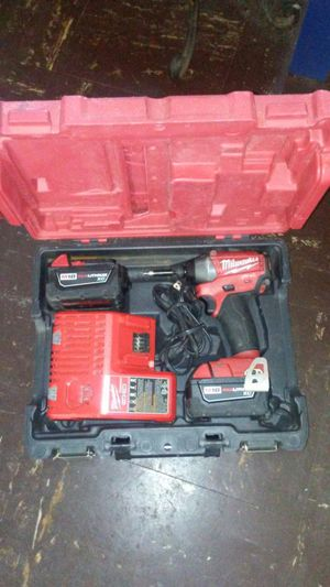 Milwaukee inpact Drill kit M18 Red lithum xc and charger
