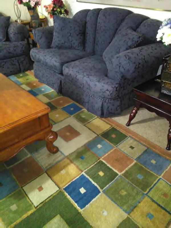 Furniture everett wa two pieces couch and loveseat for Sectional couches everett wa