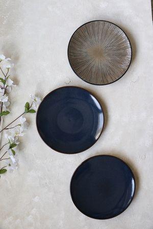 3 ceramic plates