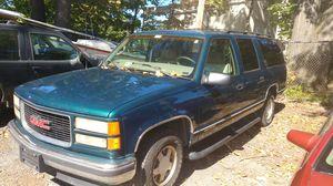 1998 GMC Suburban clean