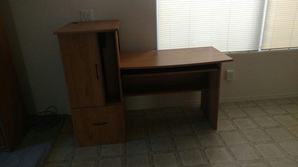 Wooden computer desk furniture in chandler az offerup for Bedroom furniture 85225