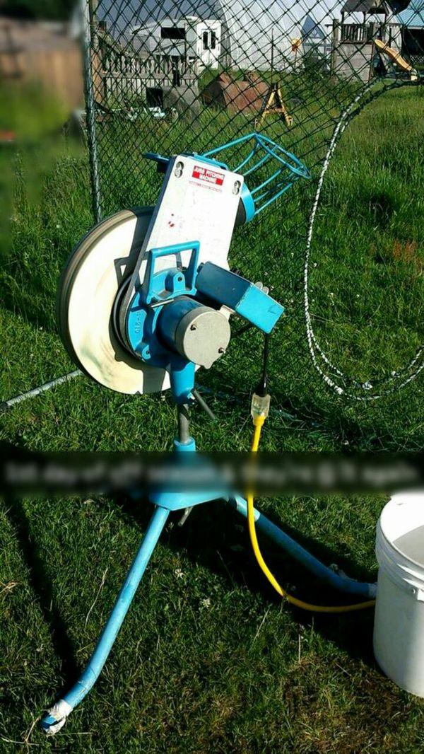 pitching machine automatic feeder