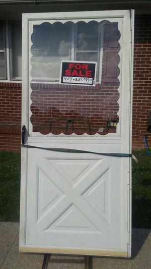 Just a white storm door.