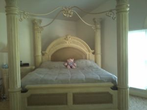 King size victorian bed and vanity/dresser