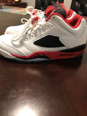 Jordan retro 5 size 10 like new used only 1 time doesn't fit