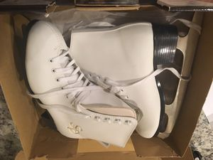 Women skates size 8 new in box