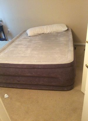 Barely used queen size air mattress