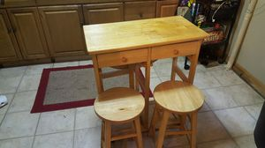 MOVING SALE table with barstools