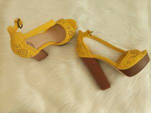 Shoedazzle Alize Yellow Platform Heels