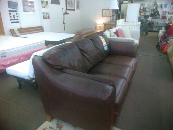 Brown leather sofa furniture in tampa fl offerup for Furniture 33647