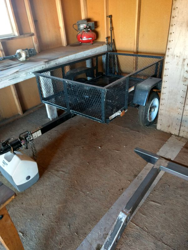 3.5\'x5\' wire mesh utility trailer (Auto Parts) in Phelan, CA