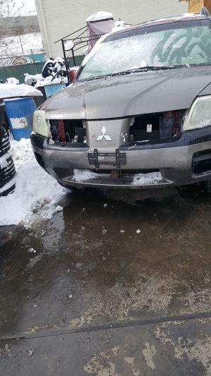 2005 Mitsubishi right snd left fenders right door back eighth door hood