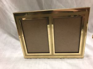 Gold Double Photo Frame w/ Textured Lines 4x6in