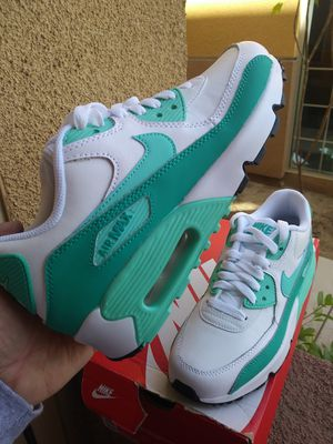 Nike Air Max 90 LTR (GS) size 5.5y (Womens size 7.5)