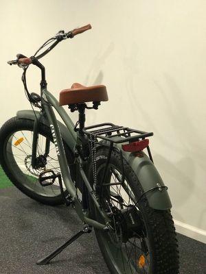 Fat tire electric bicycle cruiser (ebike)