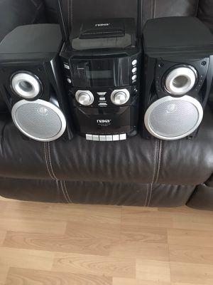 Boom box radio with CD player