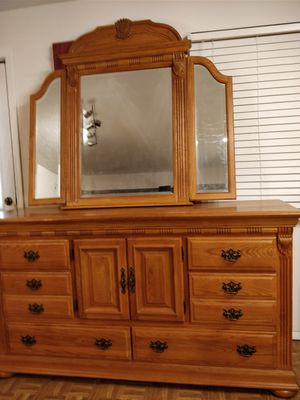 """Like new modern solid wood dresser/buffet/TV stand with big mirror in very good condition, let me know if you like more pictures L70.5""""*W19.5""""*H38.5"""""""