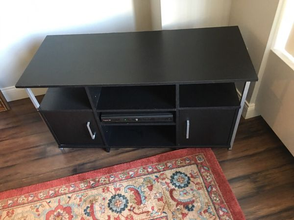 Like New Wood Tv Stand In Gold Coast Furniture In Chicago Il Offerup