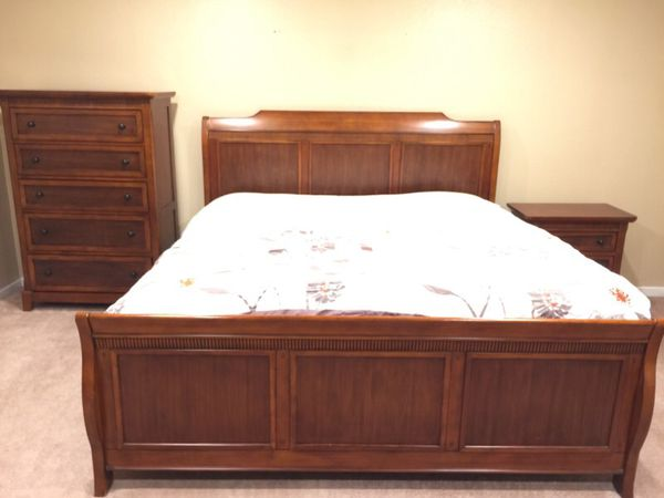 Cherry wood bedroom set furniture in bellevue wa offerup for Furniture in bellevue
