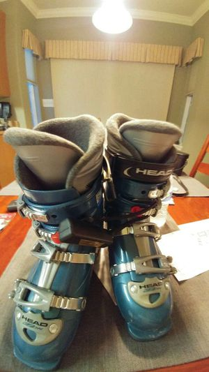 Ski boots by head