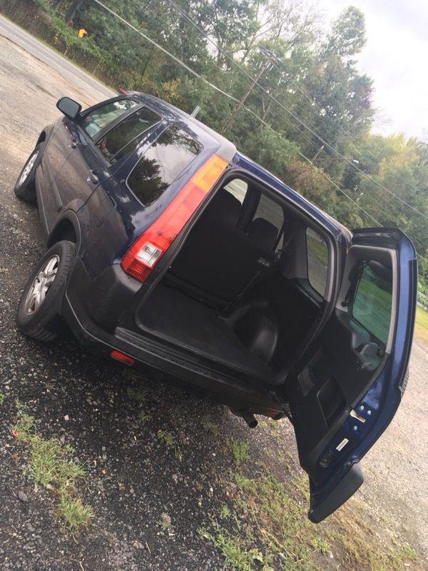 Honda CR-V Año 2,003 En Excelente condiciones 4x4 todo el tiempo Título limpio Aire acondicionado Automático