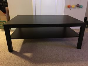 Living Room Table with dual platform in perfect condition.