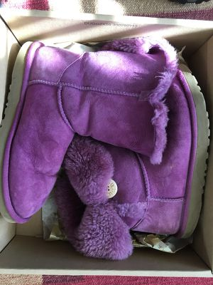 UGG purple Bailey Button Boot excellent condition size 8