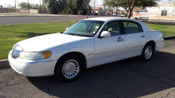 2002 Lincoln Town Car Signature Series 1700 00 O B O Cars