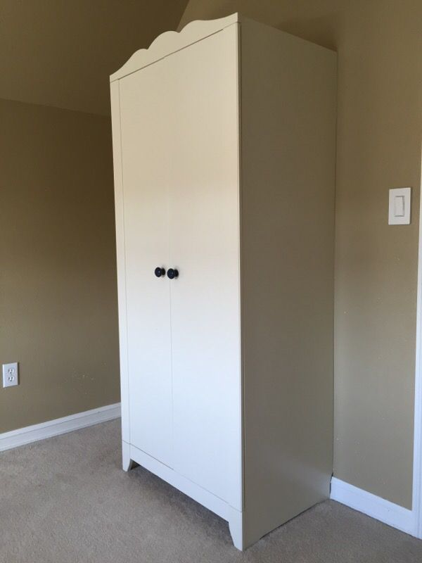 children 39 s wardrobe closet armoire white ikea hensvik. Black Bedroom Furniture Sets. Home Design Ideas