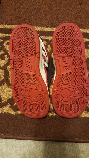 Nike shoes gently used perfect condition size 5y